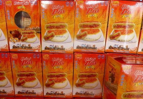 Bánh pía thịt lạp