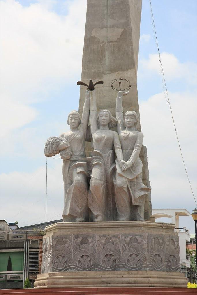 3 dân tộc chính tại sóc trăng : Kinh , Hoa, Khmer